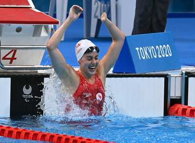 Aurélie Rivard celebrates after breaking another world record to win gold in the 100m freestyle S10 – Canada's first gold of Tokyo 2020. Photo: Scott Grant/Canadian Paralympic Committee (CNW Group/Canadian Paralympic Committee (Sponsorships))