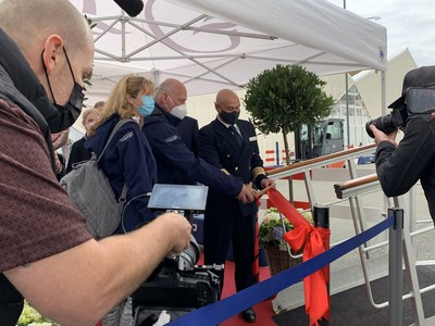 Oceania Cruises welcomed guests across the Marina's gangway for the first time in 524 days. The first guests cut a ribbon upon embarkation at the port of Copenhagen.
