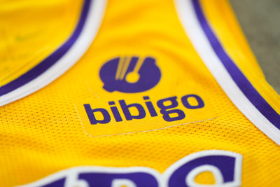 Bibigo®, the #1 brand of dumplings in the U.S. and globally, is proudly partnering with the Los Angeles Lakers of the NBA for a multi-year global marketing partnership deal, which includes the official jersey patch rights beginning with the 2021-22 season.
